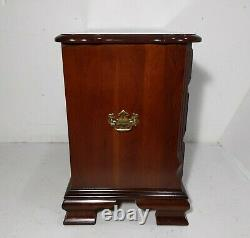 Vintage Pennsylvania Maison Cherry Bois Bachelor Chest Table De Chevet Tiroirs De Table