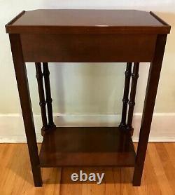 Vintage Regency Faux Bamboo Chippendale Bedside Accent / Table D'côté