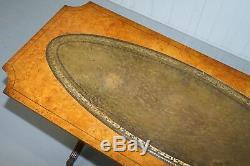 Vintage Ronce De Noyer Table Basse Avec Vert Cuir Vieilli Belle Bonne Patina